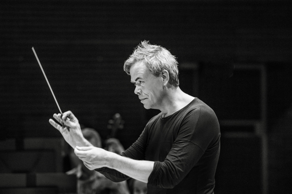 Conductor Hannu LIntu. Photo by Veikko Kähkönen