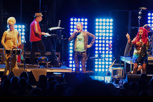 B-52s and Tom Bailey. Photos by Gary Eckert.